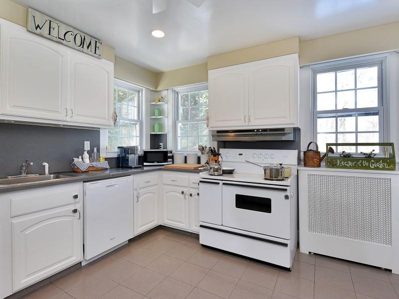 A Beautiful  Modern White Kitchen