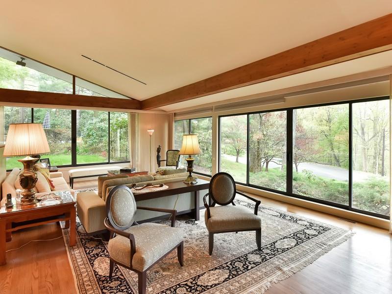 Ceiling High Glass Windows