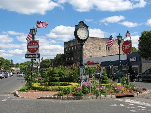 Downtown Closter - Shopping, restaurants, movies