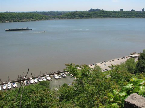 Englewood Cliffs oaverlooking the Hudson River